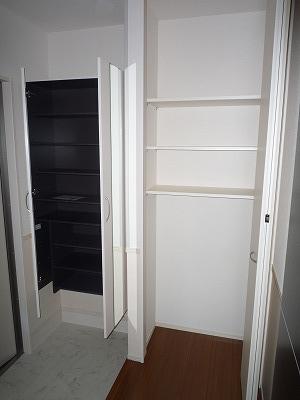 ロイヤル キャッスル 206号室の玄関