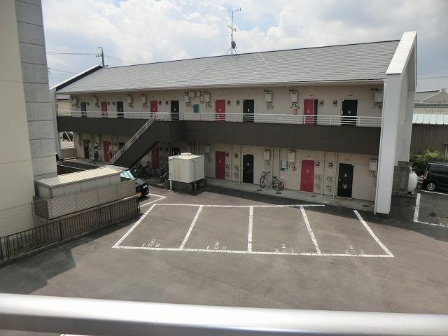 コーポ東海 208号室の駐車場
