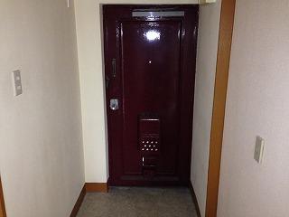 衣ビル 303号室の玄関
