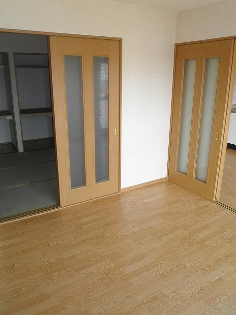 萩野マンションB棟 202号室のリビング