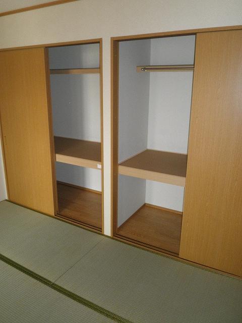 萩野マンションB棟 202号室の収納