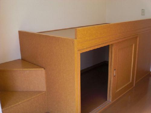 レオパレスMARCHENⅡ 204号室のベッドルーム