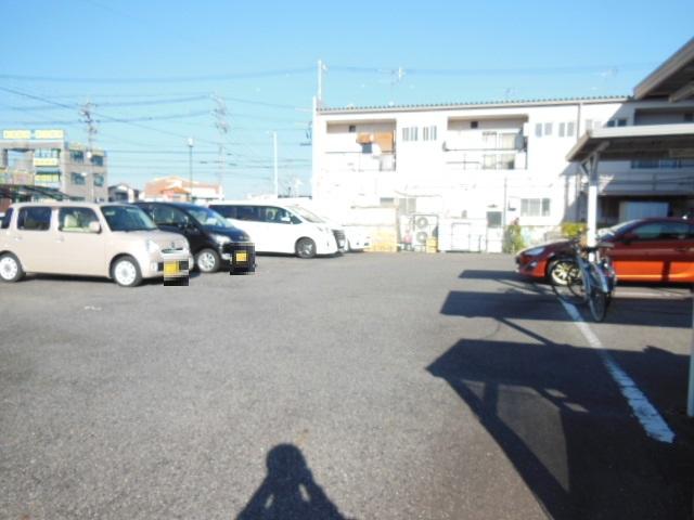 i-room大林町 101号室の駐車場