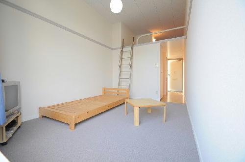 レオパレスシーサイド 105号室のリビング