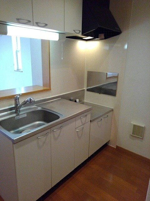シャルマンプラースⅡ 01030号室のキッチン