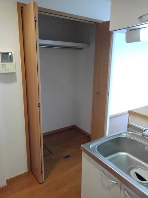 シャルマンプラースⅡ 01030号室の収納