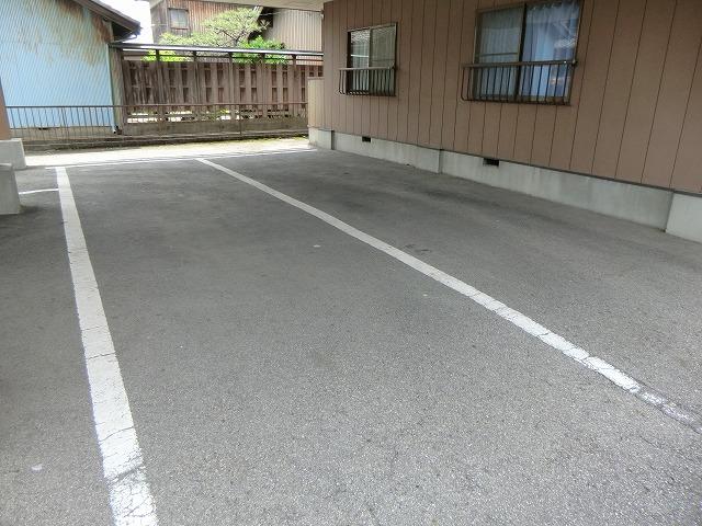 南根ハイツ 2-E号室の駐車場