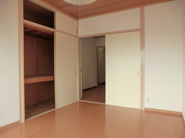 南根ハイツ 2-E号室のリビング