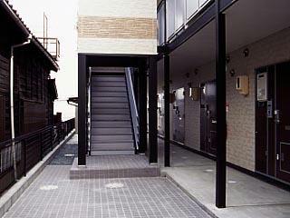 レオパレスラ メール 207号室のエントランス