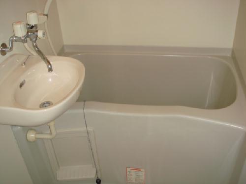 レオパレスT&H 107号室の風呂