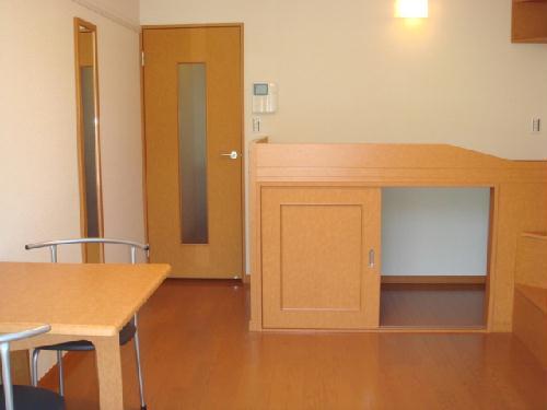 レオパレスフローラル 202号室のベッドルーム