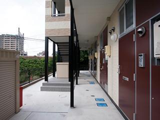 レオパレス明大寺 205号室の玄関
