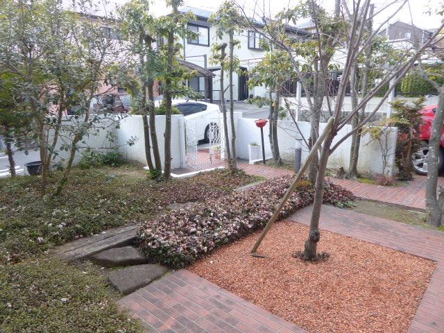 水源町貸家の庭
