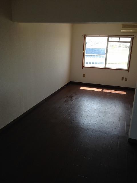マンションベルツリー 306号室のリビング