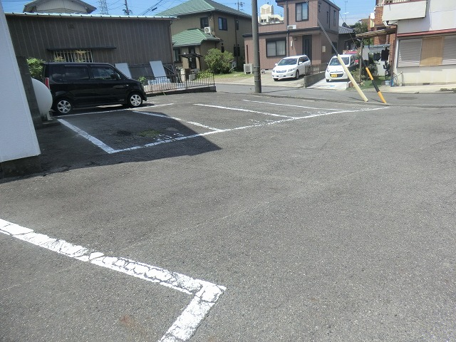コーポ東海Ⅱ 202号室の駐車場