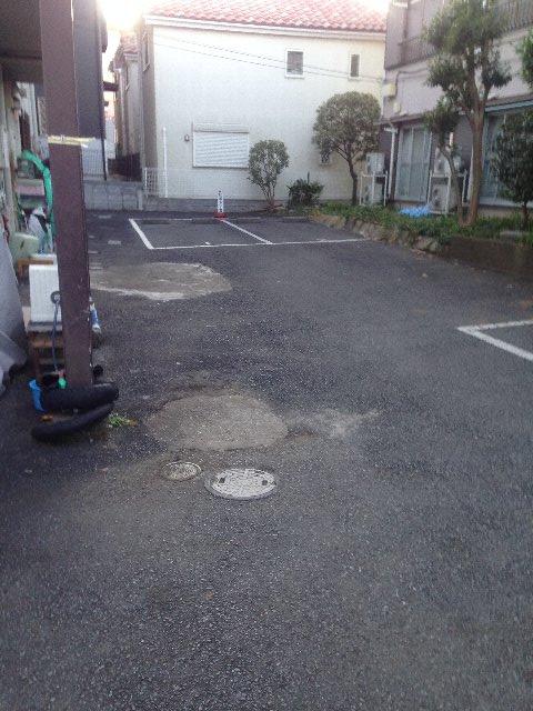 クリエール・サン 301号室の駐車場