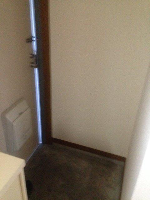 クリエール・サン 301号室の玄関