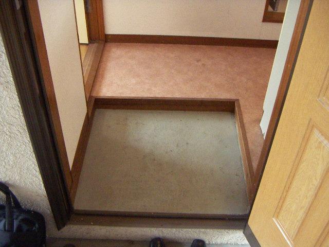 ぷちさがみ 202号室の玄関