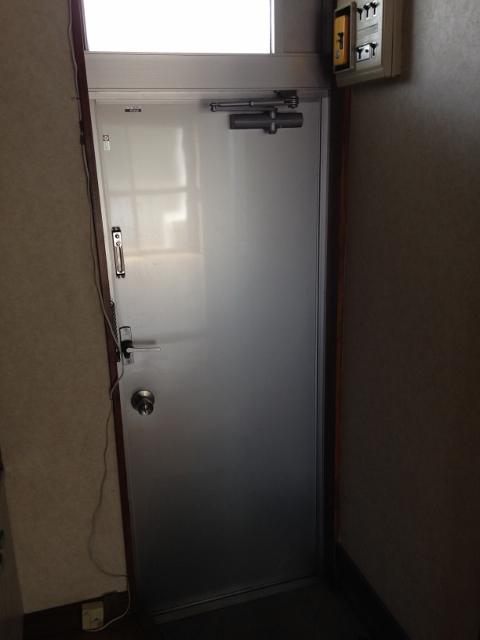 パレスホワイト 202号室の玄関