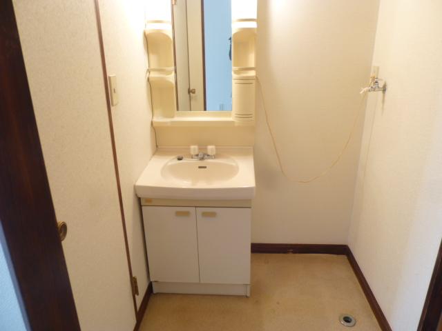 ファーストアベニュー 101号室の洗面所