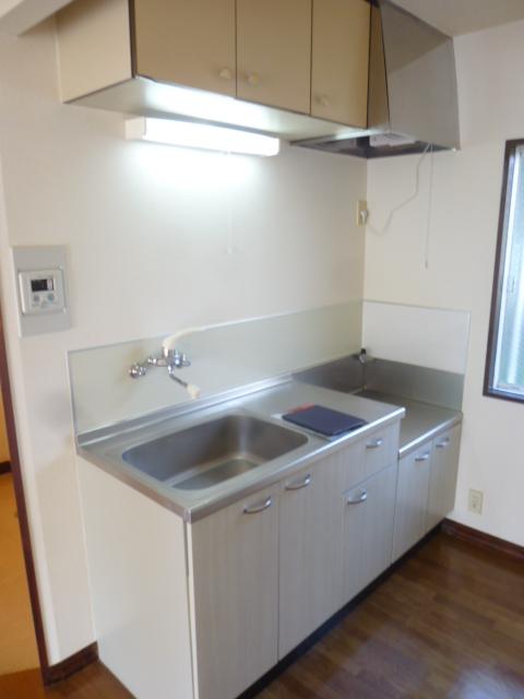 ファーストアベニュー 101号室のキッチン
