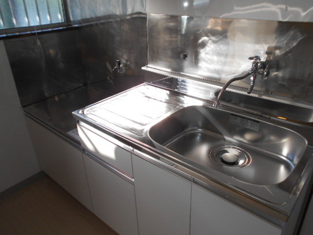第二城田荘 202号室のキッチン