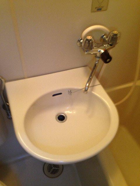 ファイブコーポ中町 105号室の洗面所