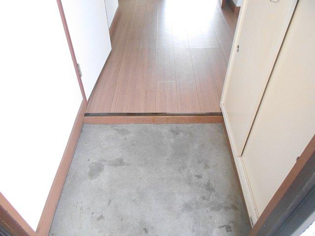 相雄マンション 201号室の玄関