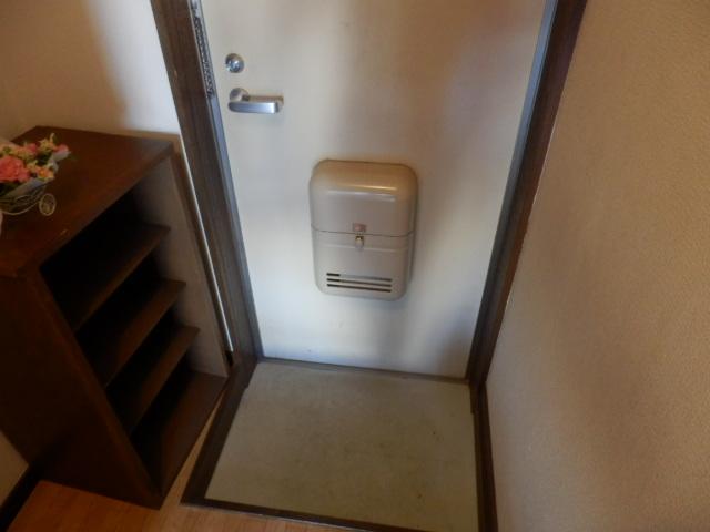 ヨーロピアン255洋光台 203号室の玄関