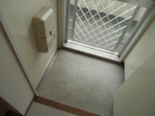 プロバンス 210号室の玄関