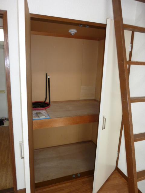 ホワイトハイム1号棟 202号室の収納