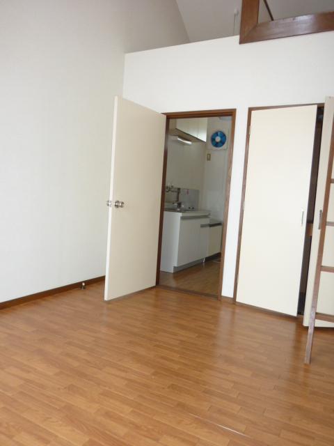 ホワイトハイム1号棟 202号室のベッドルーム