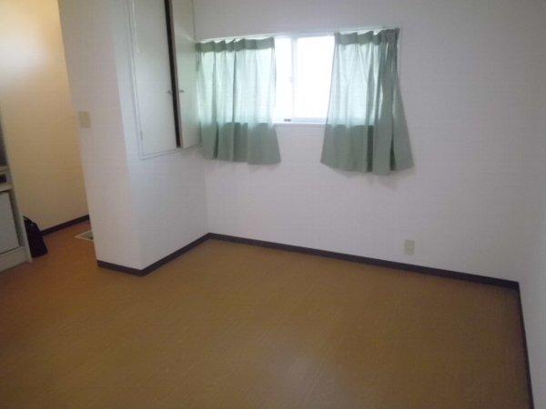 コリーヌ 102号室のベッドルーム