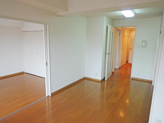 イエルド・ロシーオ井土ヶ谷 0401号室のリビング