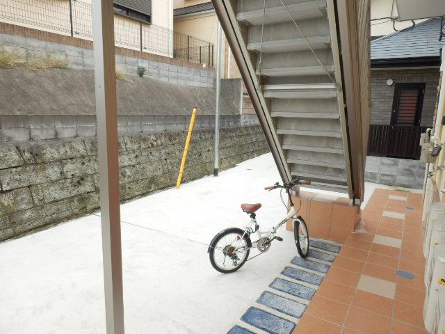 ユナイト井土ヶ谷アルバラート 101号室のエントランス