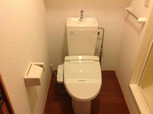 レオパレスフレア 104号室のトイレ
