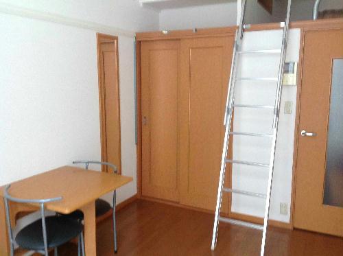 レオパレスフレア 204号室のリビング