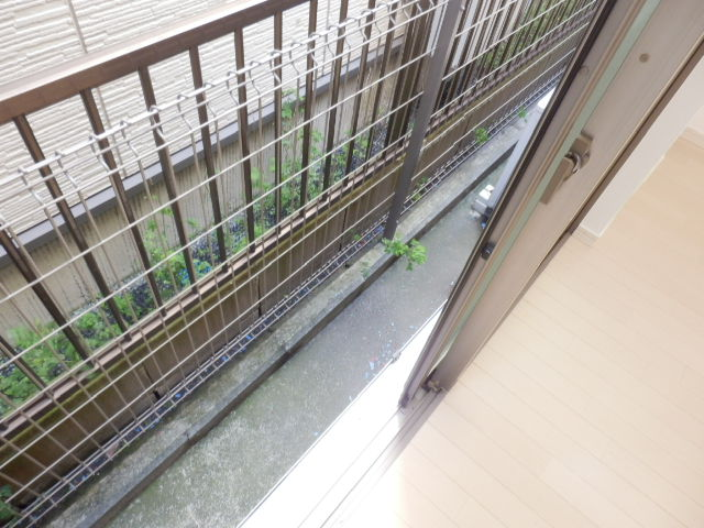 N.Y.アベニュー横浜 103号室のバルコニー