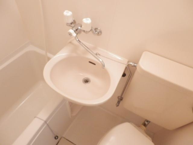 N.Y.アベニュー横浜 103号室の洗面所