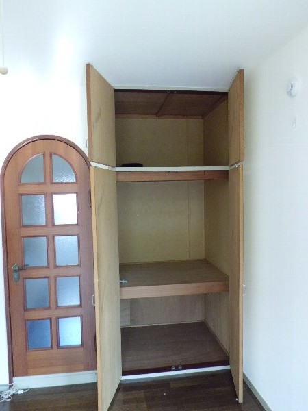 コスモス朝比奈 102号室の収納