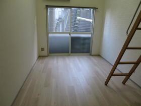 ヴァンドーム戸塚 101号室のリビング