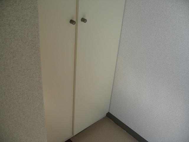 プロバンス 306号室の玄関