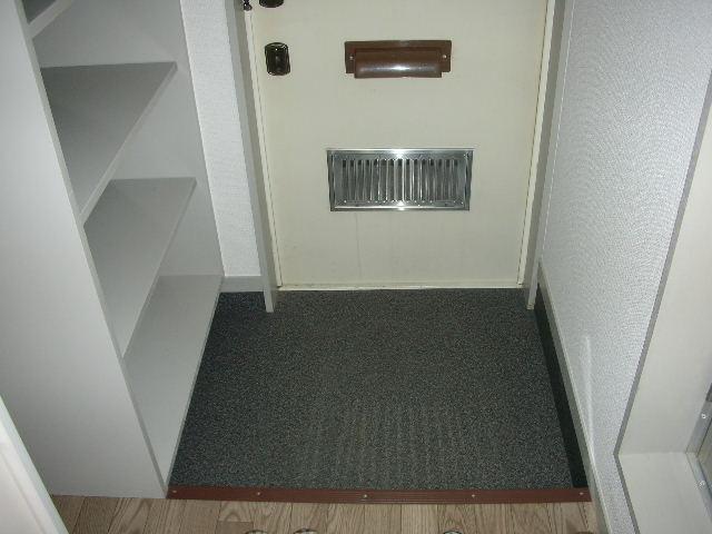 レディエンス 205号室の玄関