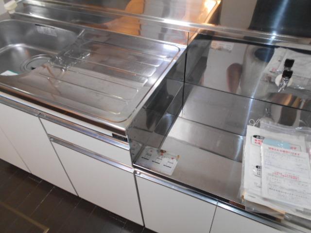 第一城田荘 102号室のキッチン
