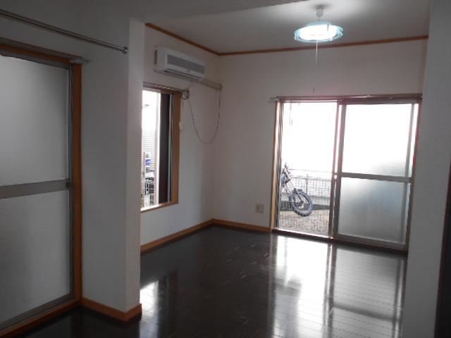 第一城田荘 102号室のリビング