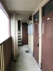 美保ビル 401号室の玄関
