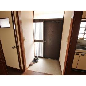 山口ハイツ 203号室の玄関