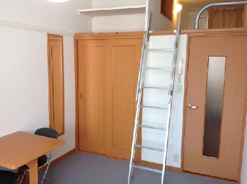 レオパレスパークハイム 102号室のリビング