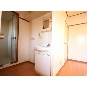 岸田ファミリーハイツ 101号室の玄関