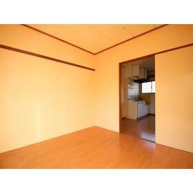 岸田ファミリーハイツ 101号室のリビング